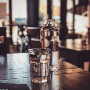 voda sklenice