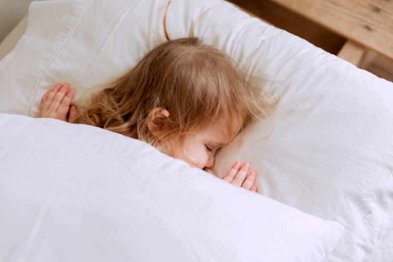 Herpangína u dětí: Příznaky, léčba – jak si poradit